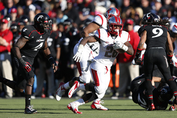 Hi-res-156595241-savon-huggins-of-the-rutgers-scarlet-knights-runs-with_display_image