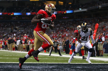 Vernon Davis scores a touchdown against the Rams.