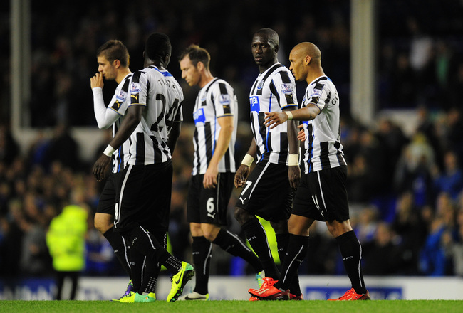 Hi-res-182554399-newcastle-players-moussa-sissoko-and-yoan-gouffran_crop_650x440