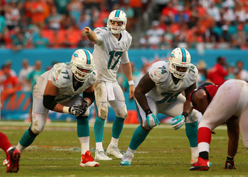 Hi-res-181594076-ryan-tannehill-of-the-miami-dolphins-calls-a-play_display_image