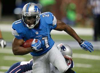 Hi-res-177225087-reggie-bush-of-the-detroit-lions-looks-to-get-around_display_image