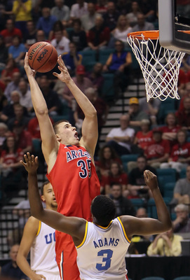 Hi-res-164262352-kaleb-tarczewski-of-the-arizona-wildcats-drives-to-the_display_image