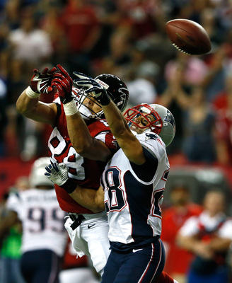 Hi-res-182453453-tony-gonzalez-of-the-atlanta-falcons-fails-to-pull-in_display_image