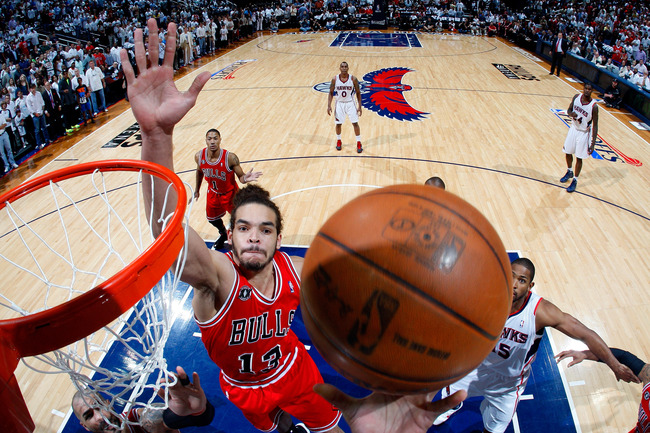 Hi-res-113821712-joakim-noah-of-the-chicago-bulls-looks-to-block-a-shot_crop_650