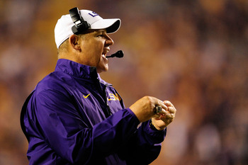 Hi-res-180590799-les-miles-head-coach-of-the-lsu-tigers-instructs-his_display_image