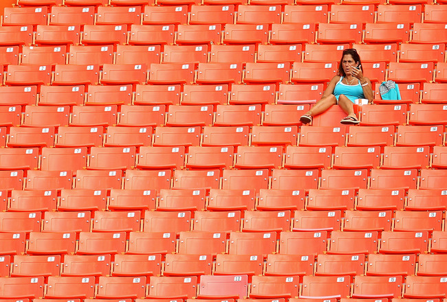 Hi-res-111380213-florida-marlins-fans-watch-batting-practice-during_crop_650x440