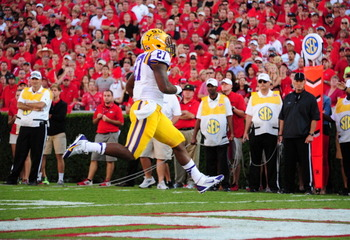 182260455-kenny-hilliard-of-the-lsu-tigers-carries-the-ball-for-a_display_image