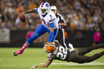Hi-res-183051929-quarterback-ej-manuel-of-the-buffalo-bills-is-tackled_display_image