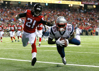 Hi-res-182451519-kenbrell-thompkins-of-the-new-england-patriots-pulls-in_display_image