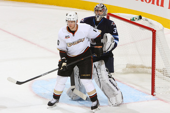 Hi-res-183478453-corey-perry-of-the-anaheim-ducks-screens-goaltender_display_image
