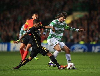 Hi-res-182606157-giorgos-samaras-of-celtic-battles-with-daniel-alves-of_display_image