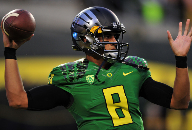 Hi-res-182261013-quarterback-marcus-mariota-of-the-oregon-ducks-warms-up_crop_650x440