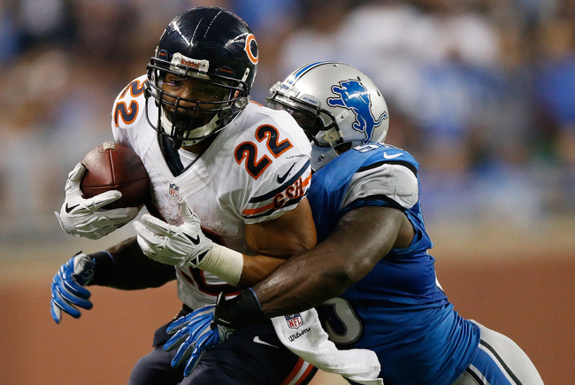 Hi-res-182350839-matt-forte-of-the-chicago-bears-tries-to-escape-the_crop_650