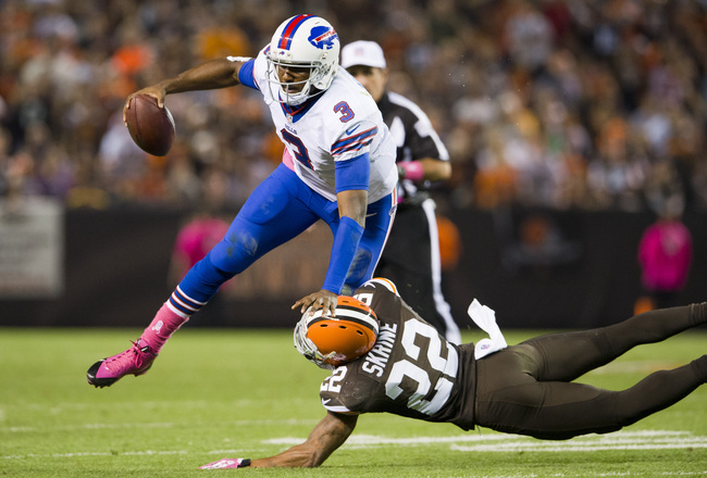 Hi-res-183051929-quarterback-ej-manuel-of-the-buffalo-bills-is-tackled_crop_650x440