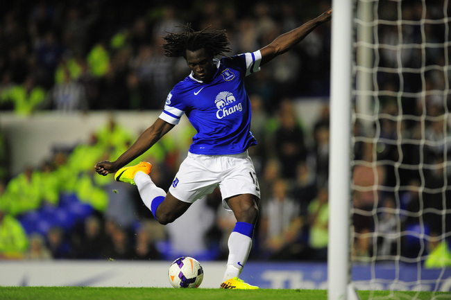 Hi-res-182550177-everton-striker-romelu-lukaku-lashes-the-ball-into-an_crop_650