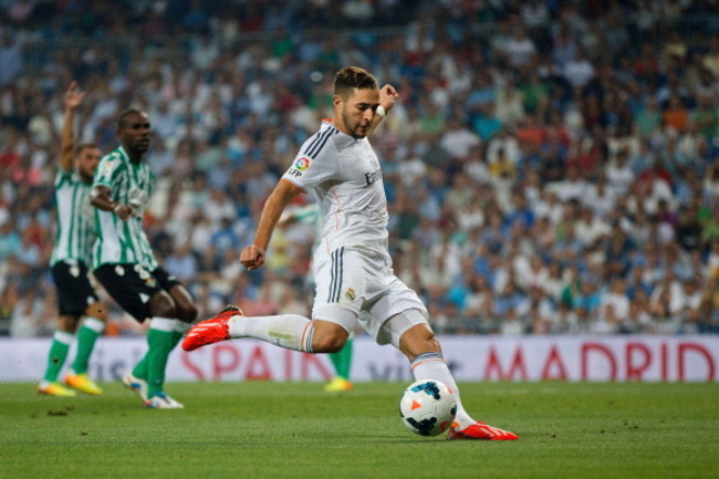 176752926-karim-benzema-controls-the-ball-during-the-la-liga_crop_650