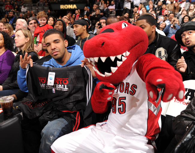 Drake_attends_toronto_raptors_game_2_crop_650