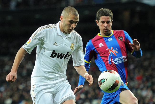 Hi-res-138872823-karim-benzema-of-real-madrid-duels-for-the-ball-with_crop_650