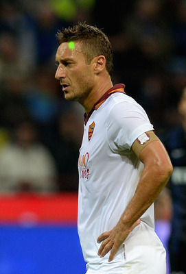 Hi-res-183167660-francesco-totti-of-as-roma-is-illuminated-by-a-laser_display_image