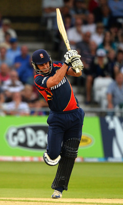 Hi-res-175796675-ryan-ten-doeschate-of-essex-eagles-hits-out-to-the_display_image