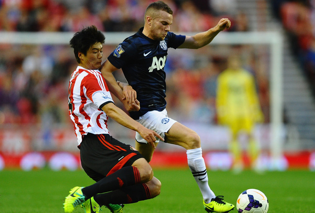 Hi-res-183161140-ki-sung-yueng-of-sunderland-battles-with-tom-cleverley_crop_650x440