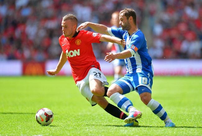 Hi-res-175984849-tom-cleverley-of-manchester-united-battles-for-the-ball_crop_650