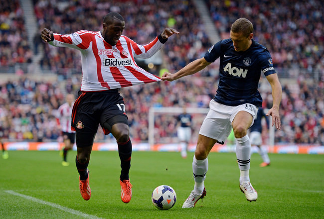 Hi-res-183158351-jozy-altidore-of-sunderland-has-his-shirt-pulled-by_crop_650x440