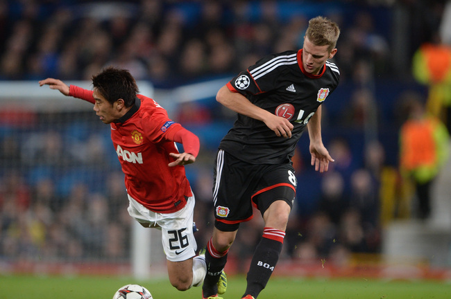 Hi-res-180899655-shinji-kagawa-of-manchester-united-is-tackled-by-lars_crop_650