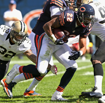 Hi-res-183457077-matt-forte-of-the-chicago-bears-breaks-away-from-kenny_display_image