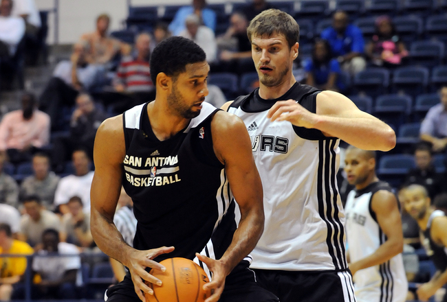 Hi-res-182996249-tim-duncan-drives-to-the-basket-against-tiago-splitter_crop_650x440