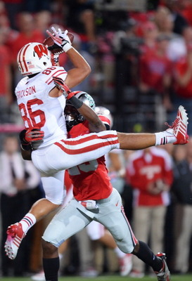 182277647-alex-erickson-of-the-wisconsin-badgers-attempts-to-make_display_image