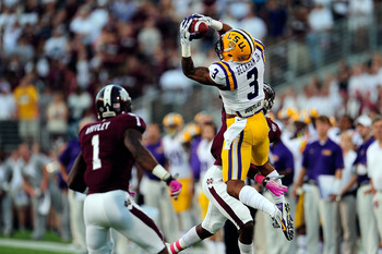 Hi-res-183201050-odell-beckham-jr-3-of-the-lsu-tigers-goes-up-for-a_display_image