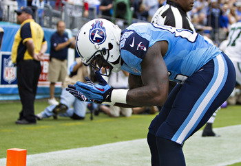 Hi-res-182444788-delanie-walker-of-the-tennessee-titans-bows-to-the-fans_display_image