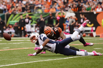 Hi-res-183452564-aaron-dobson-of-the-new-england-patriots-drops-the-ball_display_image