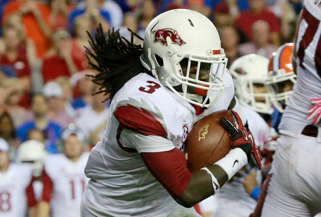 Hi-res-183200795-alex-collins-of-the-arkansas-razorbacks-runs-for_crop_650x440