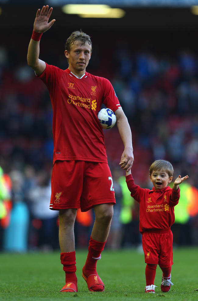 Hi-res-169059110-lucas-of-liverpool-waves-to-the-fans-with-his-son-pedro_crop_650