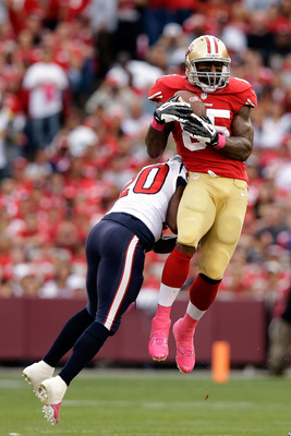 Hi-res-183477940-vernon-davis-of-the-san-francisco-49ers-catches-a-pass_display_image