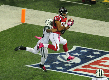 Hi-res-183605792-levine-toilolo-of-the-atlanta-falcons-makes-a-catch-for_display_image