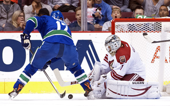 Hi-res-181708728-goalie-thomas-greiss-of-the-phoenix-coyotes-stops-ryan_display_image