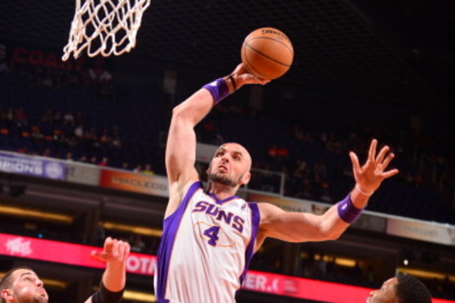 163278522-marcin-gortat-of-the-phoenix-suns-drives-for-a-shot_crop_650