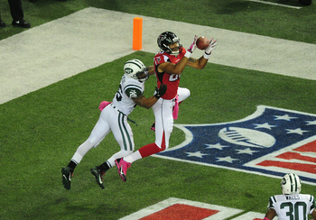 Hi-res-183605831-levine-toilolo-of-the-atlanta-falcons-makes-a-catch-for_display_image