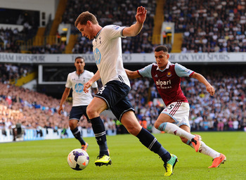 Hi-res-183562739-jan-vertonghen-of-tottenham-clears-under-pressure-from_display_image