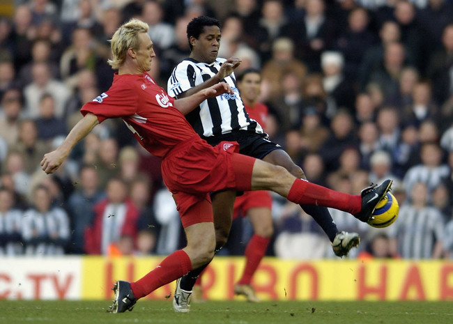 Hi-res-51879517-sami-hyypia-of-liverpool-tackles-patrick-kluivert-of_crop_650