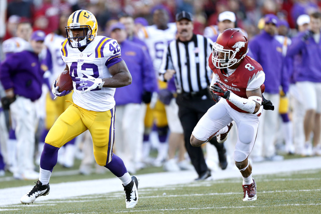 Hi-res-156880407-michael-ford-of-the-lsu-tigers-outruns-tevin-mitchel-of_crop_650
