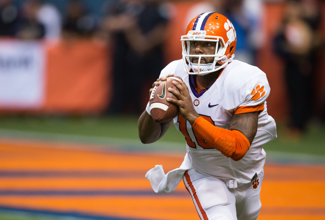 Hi-res-183186656-tajh-boyd-of-clemson-tigers-lines-up-a-first-down_crop_650x440