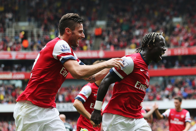 Hi-res-181534792-bacary-sagna-of-arsenal-celebrates-with-olivier-giroud_crop_650