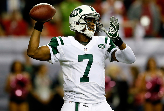 Hi-res-183605826-quarterback-geno-smith-of-the-new-york-jets-throws_crop_650x440