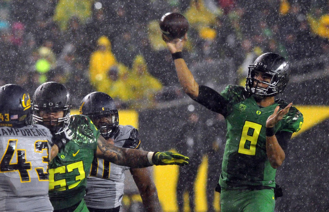 Hi-res-182264076-quarterback-marcus-mariota-of-the-oregon-ducks-passes_crop_650