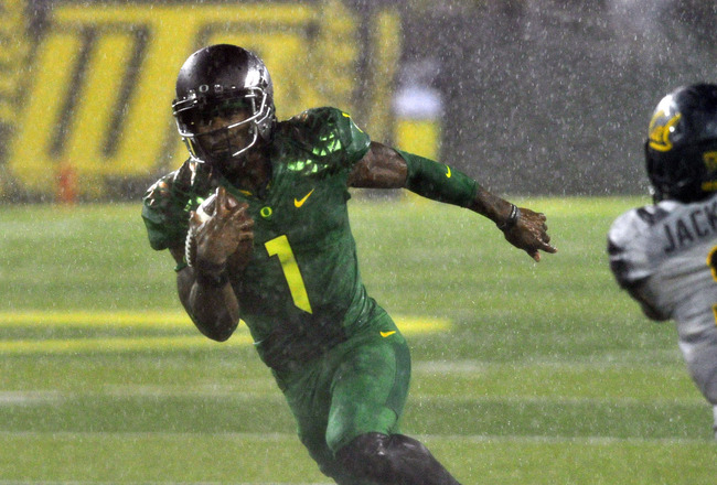 Hi-res-182265762-wide-receiver-josh-huff-of-the-oregon-ducks-heads-for_crop_650x440