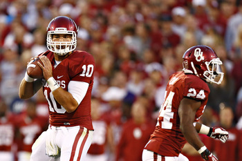 Hi-res-183192143-blake-bell-of-the-oklahoma-sooners-drops-back-to-pass_display_image